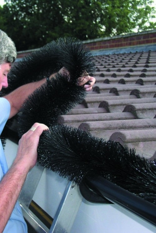4 100mm Hedgehog Gutter Brushes 4m Black Leaf Gutter